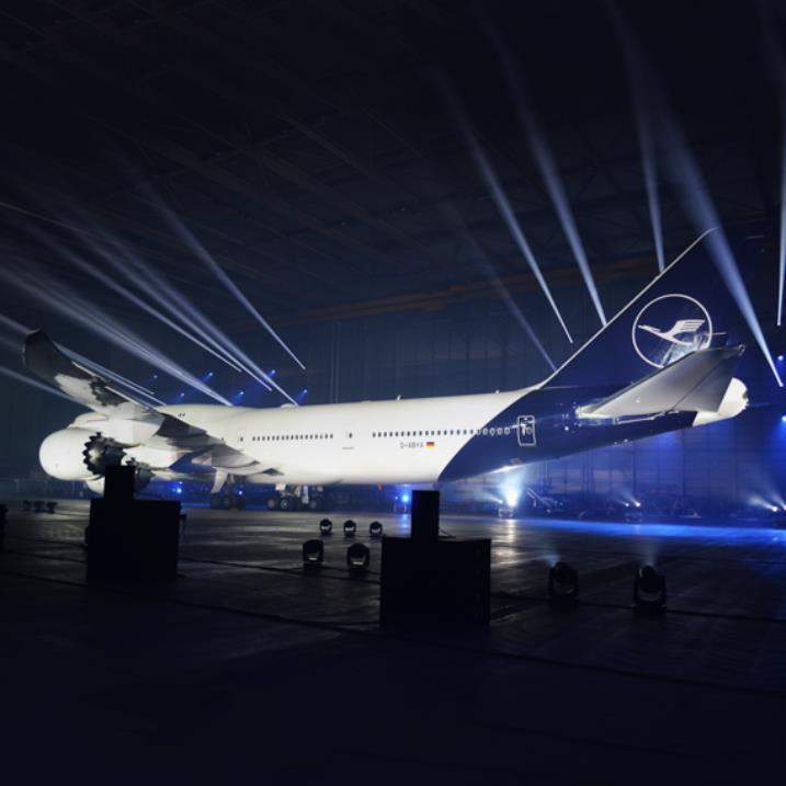 Lufthansa Unveils new aircraft paint scheme